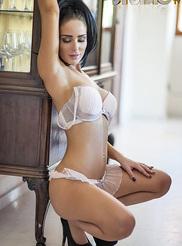 Alexandra Louise 01