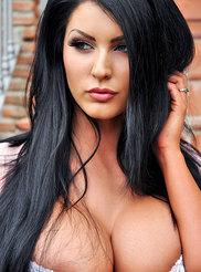 Yasmine James 04