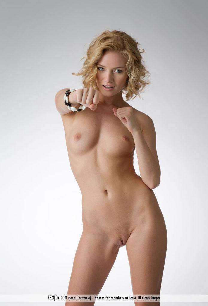 fit julia Busty
