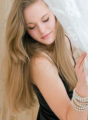 Beautiful Mendes 00