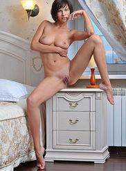 Sexy Busty Suzanna 02