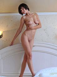 Sexy Busty Suzanna 07