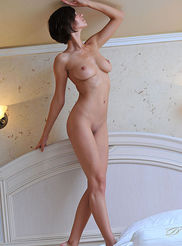 Sexy Busty Suzanna 08
