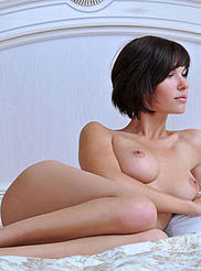 Sexy Busty Suzanna 10