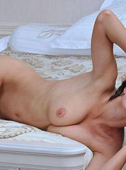 Sexy Busty Suzanna 14