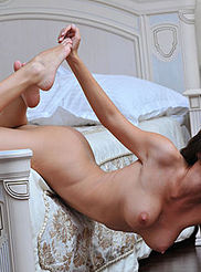 Sexy Busty Suzanna 16