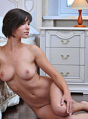 Sexy Busty Suzanna 17