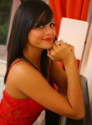 Gorgeous Brunette 05