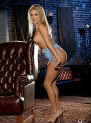 Amanda Corey 02