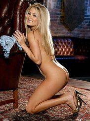 Amanda Corey 08