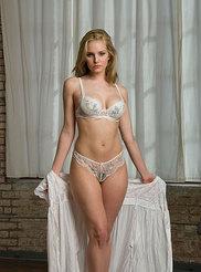 Busty Blonde Liz 06