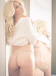 Carly Lauren 02