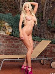 Nicolette Shea 17