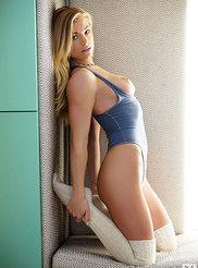Nikki Leigh 03