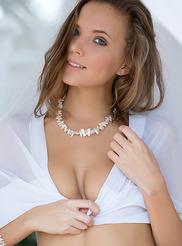 Katya Clover 17