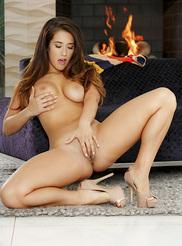 Eva Lovia 09
