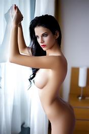 Brunette Sophie