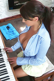 Vickie Piano Cleavage